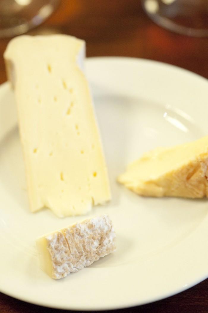 メインの赤ワインはチーズとともに