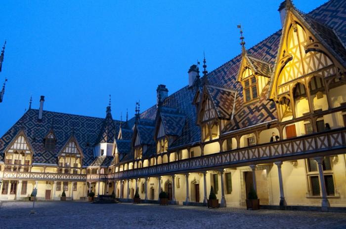オスピス・ド・ボーヌ、ワイン・オークションで有名な修道院