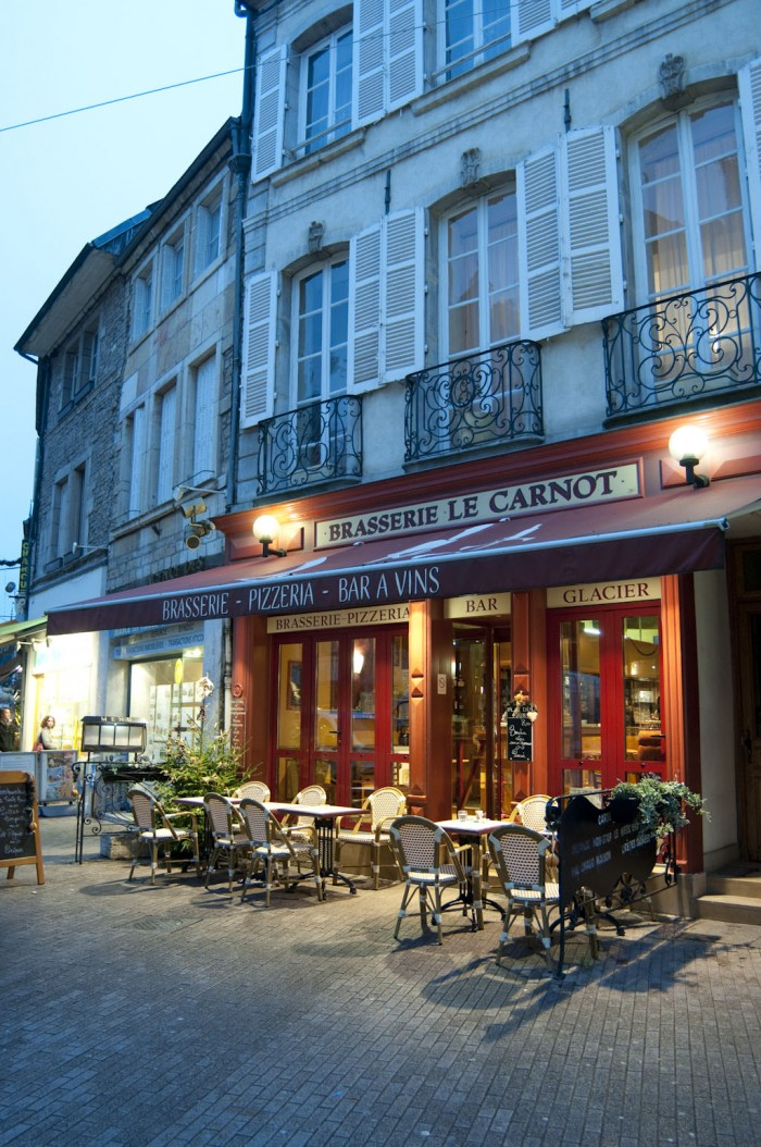 こんな雰囲気のあるレストランがそこかしこに