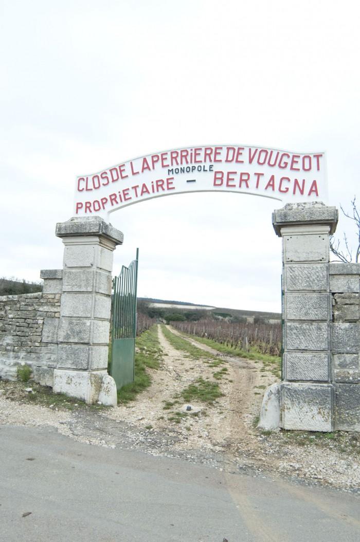 クロ・ド・ブージョ城の門前にあるクロ・ド・ラ・ペリエールの門