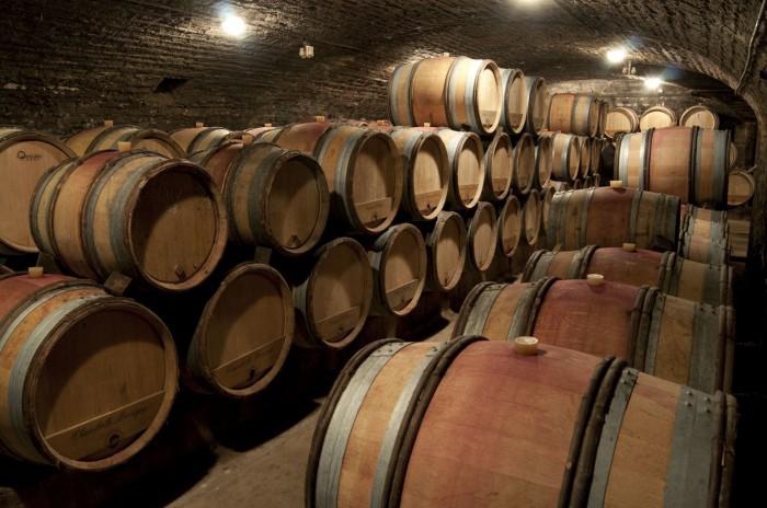 樽は産地もローストもいろいろ、入れるワインにあわせて変えている