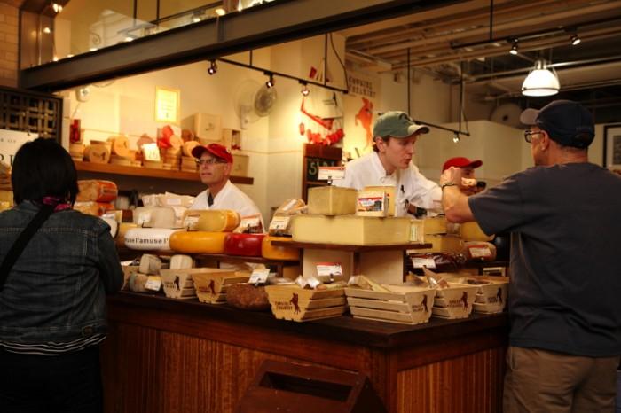 チーズ・ショップ、カウガール・クリーマリーの圧巻の品揃え。欧州産もあるものの、多くは地元カリフォルニア産