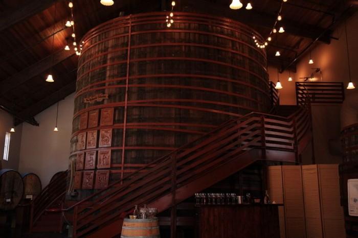 カリフォルニアで最大とされる、創業当時に使用していた大樽