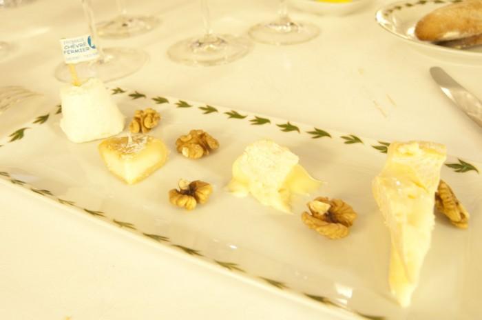 熟成チーズは赤ワインが常識だったが、白ワインをあわせる人が増えている