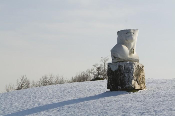 ポーランドの彫刻家イゴール・ミトライ(Igor Mitoraj)作、Eroi di luce(光のヒーロー)