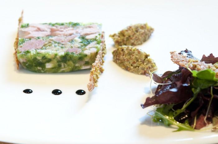 前菜は、ハーブ&野菜が多めのジャンボン・ペルシエ