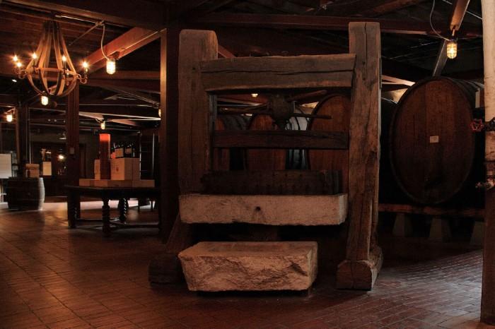 かなり古い醸造機器も見られる