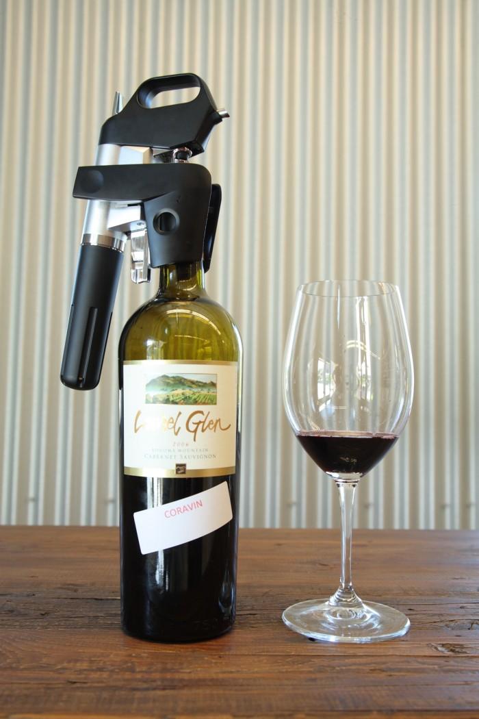 アルゴン・ガス注入の新兵器はこんな具合にワインに装着する